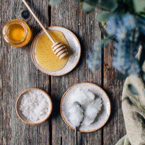 Cách tẩy tế bào chết cho body bằng mật ong và dầu dừa