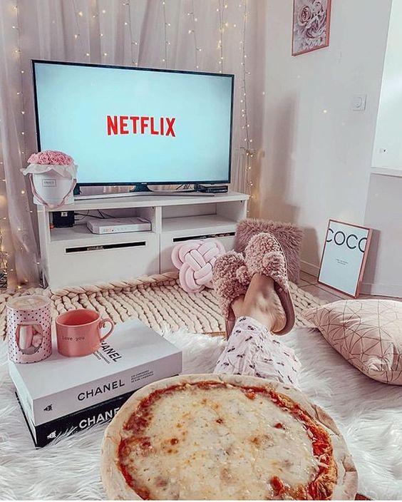 thư giãn tại nhà bằng cách xem phim netflix