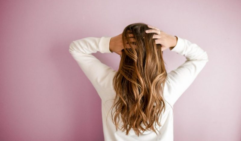 Tóc bết là gì? Nguyên nhân và cách làm tóc hết bết hiệu quả