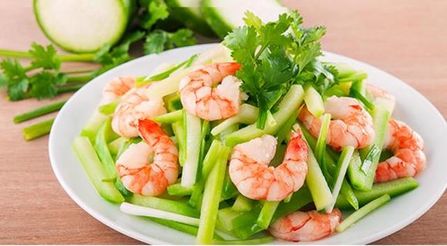 Thực đơn giảm cân ngon miệng với tôm luộc, gạo lứt và rau