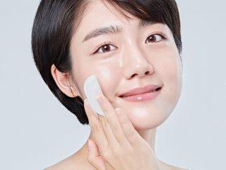 Cách dùng nước tẩy trang đúng cách cho da luôn khỏe từ chia sẻ của chuyên gia