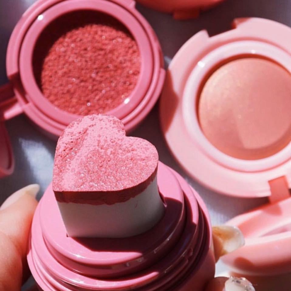 trang điểm tông cam đào bằng má hồng KAJA CHEEKY STAMP BLENDABLE BLUSH