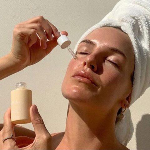 cách dùng serum vitamin c dưỡng sáng da