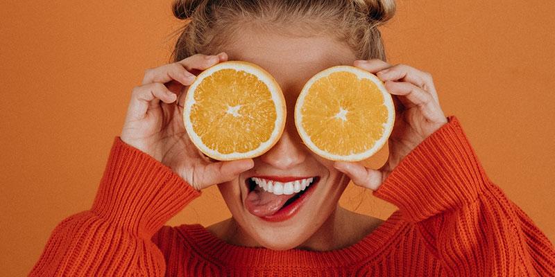 không nên skincare với Vitamin C + Benzoyl Peroxide