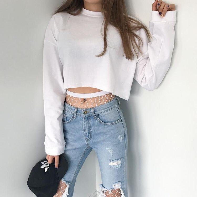 Phối áo croptop với quần jean