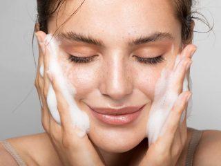 Sữa rửa mặt cho da hỗn hợp thiên dầu, thiên khô