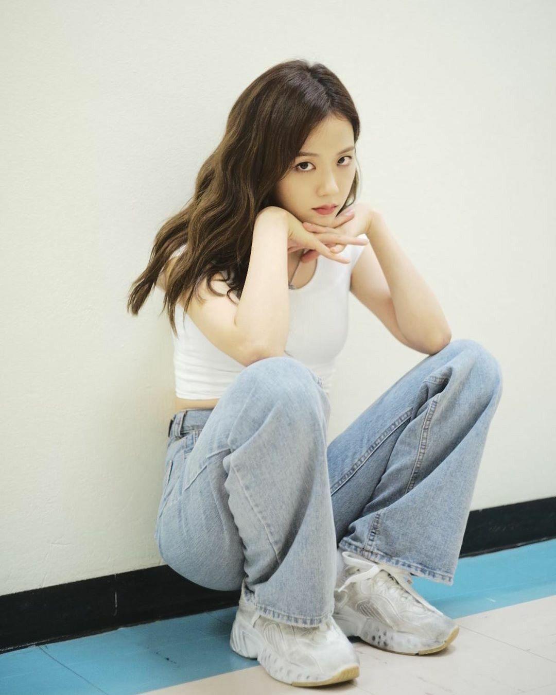 áo thun phối đồ với quần jean