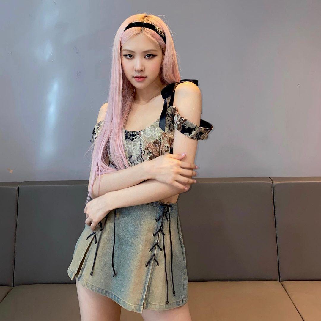 các kiểu tóc của Rosé BlackPink Tóc đeo bờm đen