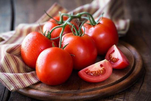 Cách làm trắng răng tại nhà bằng cà chua sau 1 tuần