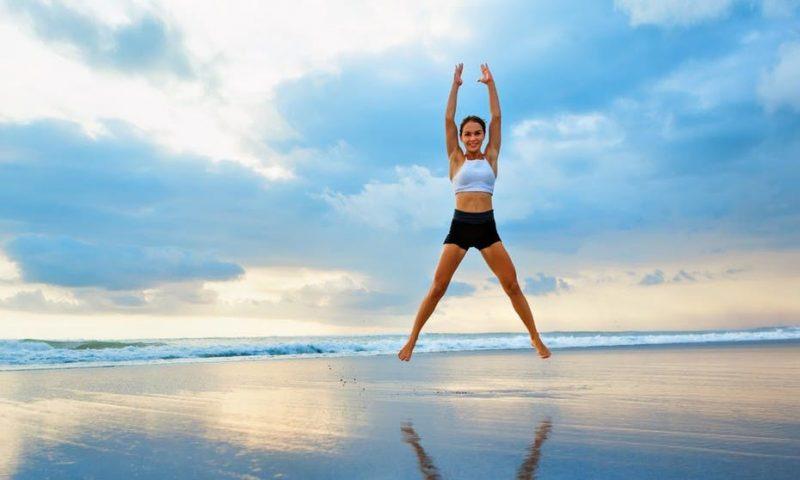 Cách giảm cân nhanh tại nhà cho nữ - bài tập Jumping Jacks