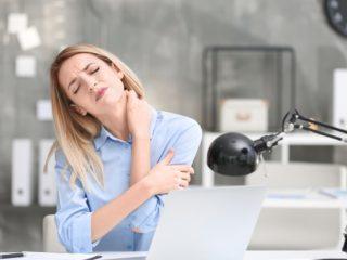 Cách trị đau cổ, vai gáy hiệu quả cho phái đẹp trên 30