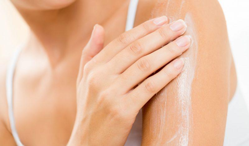 Nguyên nhân và Cách điều trị dứt điểm mụn ở tay hiệu quả