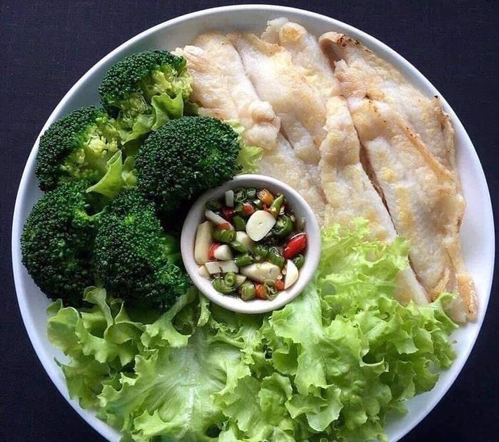 Thực đơn giảm cân ngon miệng với bông cải xanh và phile cá