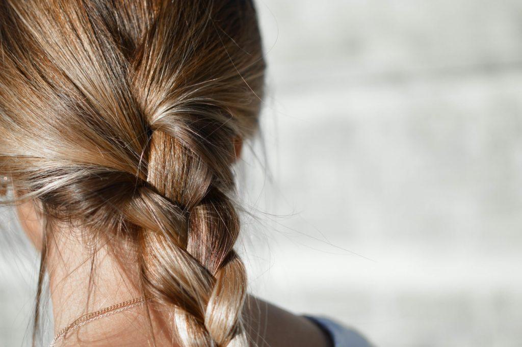 cách trị tóc dầu bết dính