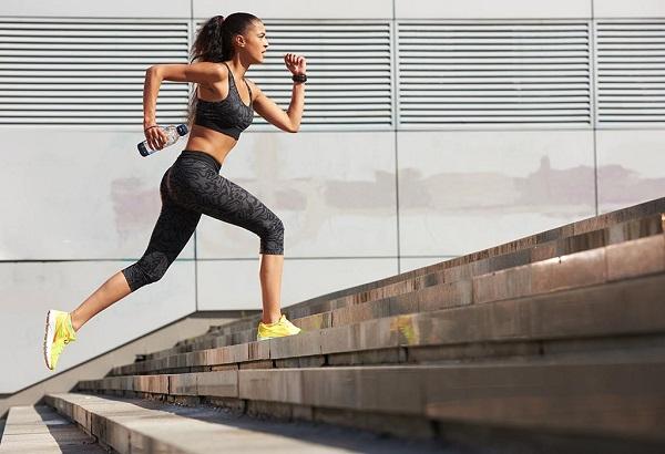 Tập cách leo cầu thang bộ để giảm cân