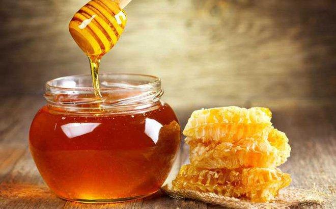 Cách làm trắng răng bị vàng bằng mật ong