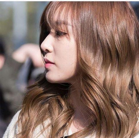 Tóc màu hạt dẻ sữa - Tone màu ngọt ngào Hàn Quốc đang được ưa chuộng