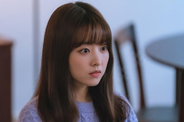 """Vẻ đẹp """"mỹ nữ không tuổi"""" Park Bo Young trong phim Doom At Your Service"""