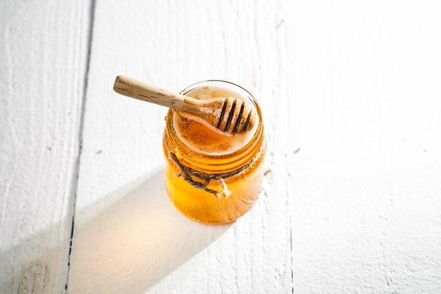 Cách làm son dưỡng môi từ mật ong