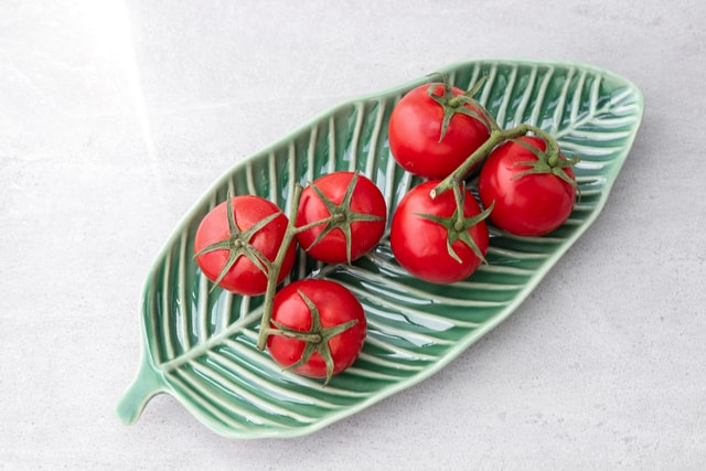 Cách làm son môi từ cà chua