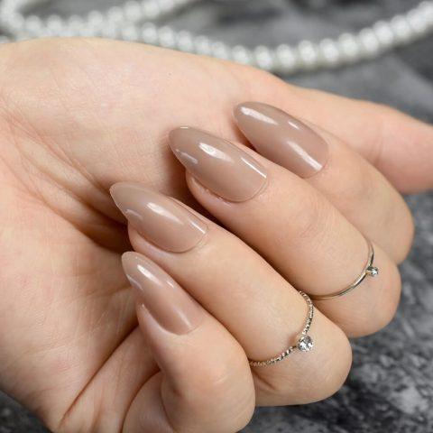 Sơn móng tay đẹp cho da ngăm màu nâu nhạt