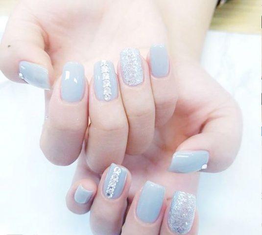 Sơn móng tay đẹp màu xanh nhạt