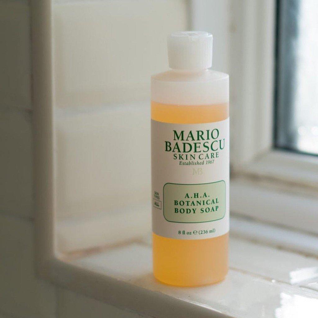 Sữa tắm AHA Botanical Body Soap của Mario Badescu trị mụn ở tay