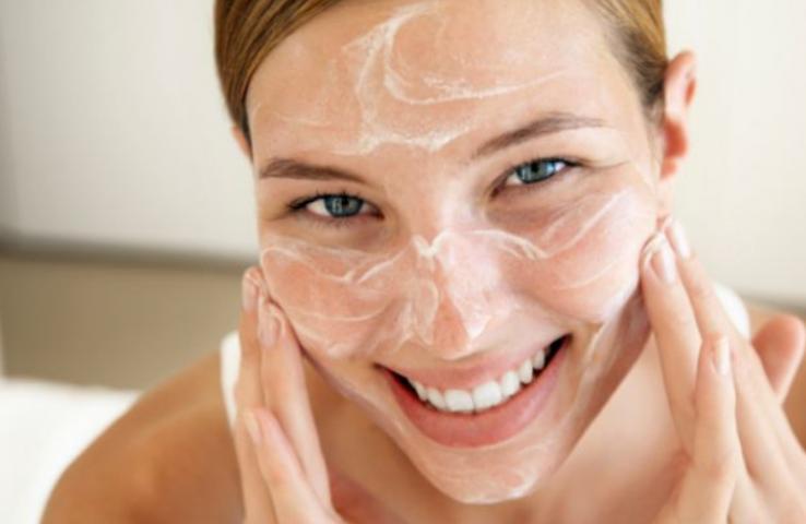Tẩy tế bào da chết da mặt giúp làm sạch lỗ chân lông