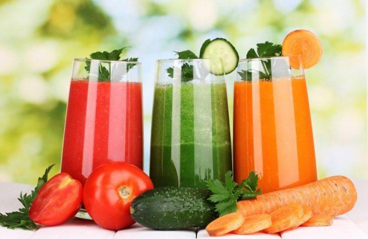 Uống nước ép rau củ để giảm cân