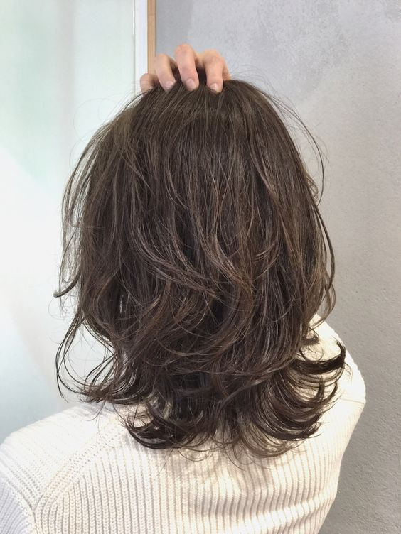 Kiểu tóc ngang vai xoăn nhẹ Hàn Quốc