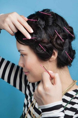 Hướng dẫn cách làm tóc xoăn sóng ngắn bằng kẹp tăm cực hiệu quả