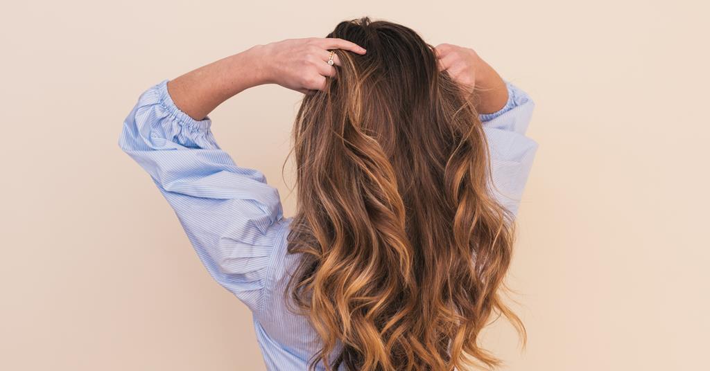 Lật ngược ngôi khi sấy tóc
