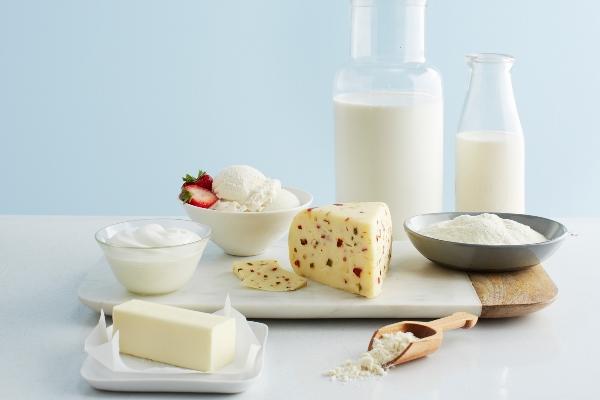 mụn maskne  do uống nhiều sữa và đường