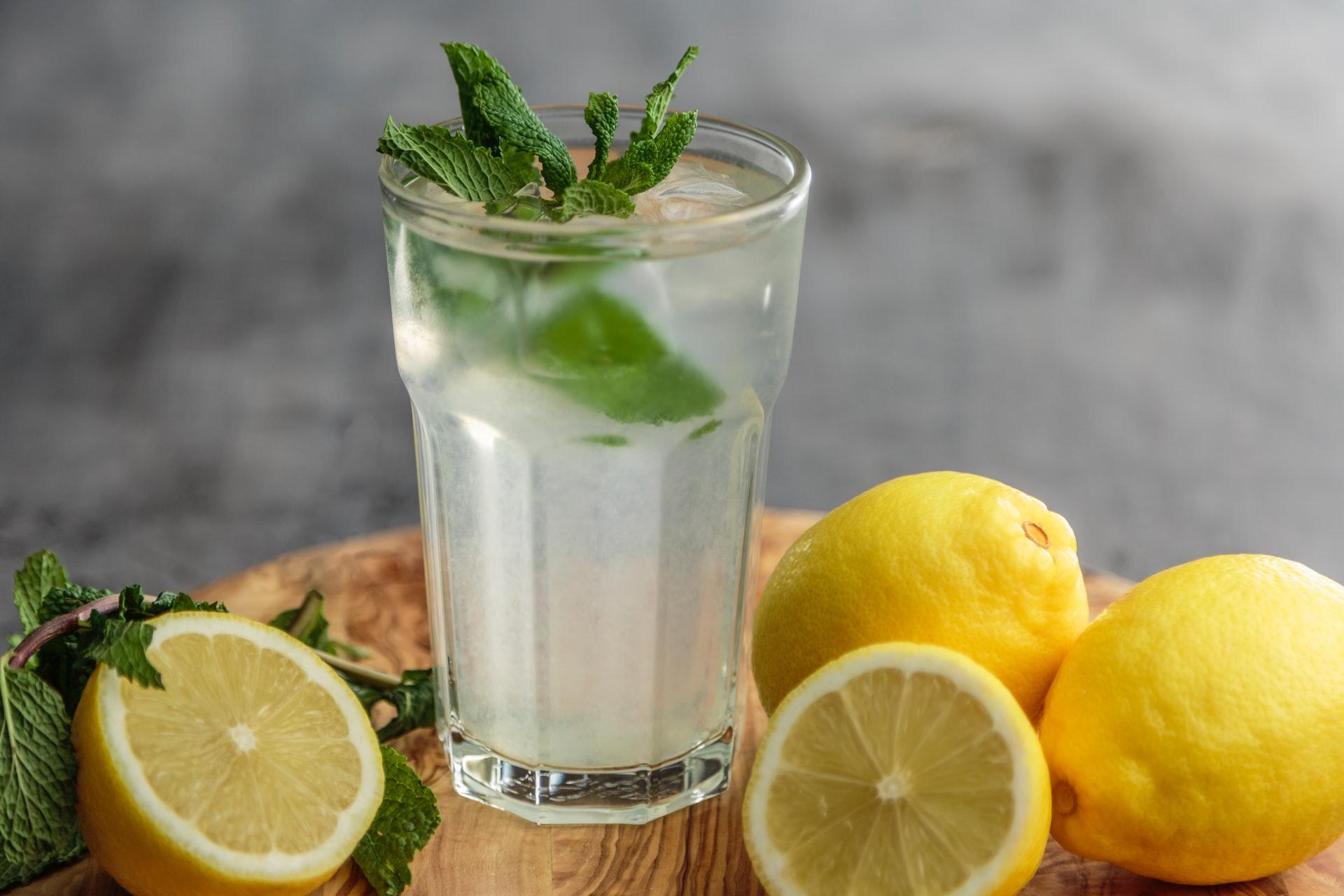 Uống nhiều nước là cách giảm cân tại nhà không cần tập thể dục đơn giản