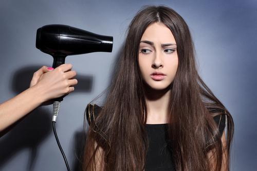 Hướng dẫn chi tiết Cách Sấy Tóc chuẩn salon tại nhà cho team mê gội đầu ngoài tiệm