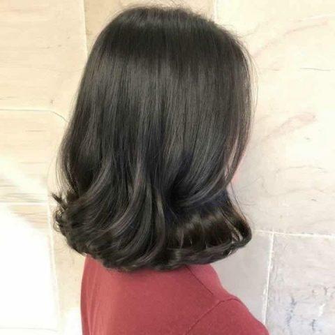 Kiểu tóc ngắn xoăn sóng lơi đang rất được chị em yêu thích và ưa chuộng