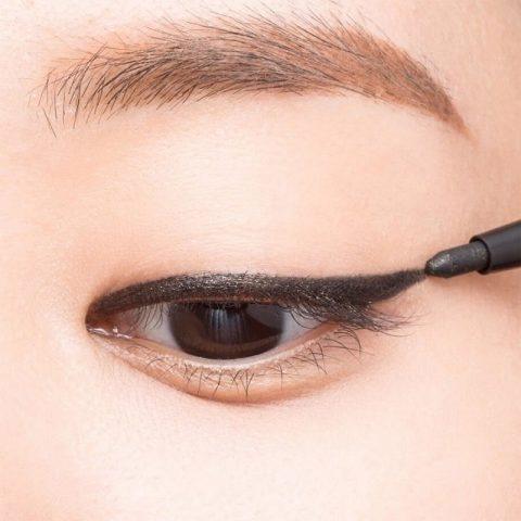 Cách vẽ mắt bằng chì cho mí mắt
