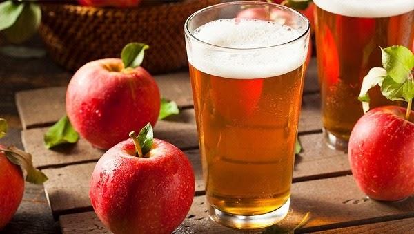 Gội đầu bằng bia và giấm táo giúp phục hồi hư tổn