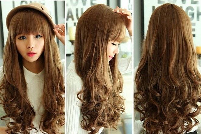 Kiểu tóc uốn đuôi lọn nhỏ ngang lưng mang lại vẻ sành điệu, cá tính