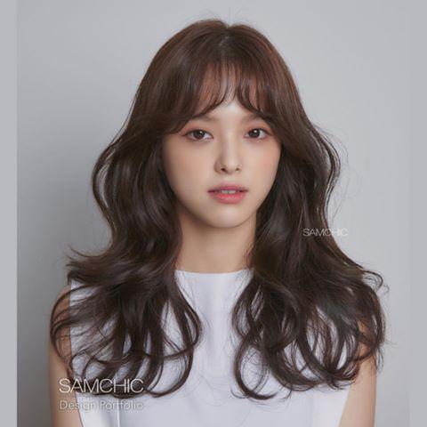 Tóc mái được xem là vị cứu tinh của kiểu tóc cho mặt dài