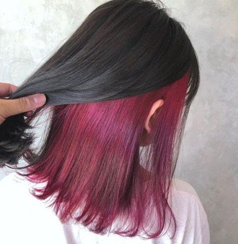 nhuộm tóc giấu màu với tông nâu tím quyến rũ, cá tính