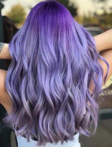 Tóc màu tím khói lavender sở hữu tone màu sáng cực nổi bật