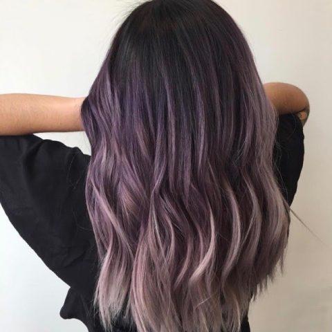 Tóc màu tím khói trầm là sự lựa chọn phổ biến của nhiều cô gái