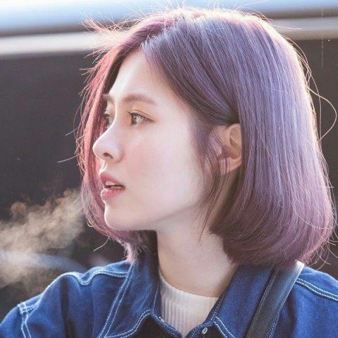 Tóc màu tím khói ánh nâu pha lẫn nét đẹp cá tính và dịu dàng