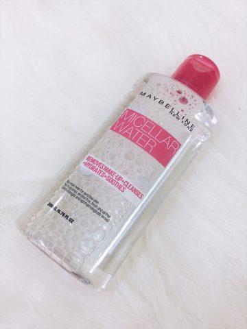 Tẩy trang cho da dầu mụn bằng nước tẩy trang Maybelline