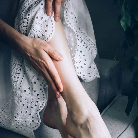 Mẹo trị vết thâm ở chân lâu năm do gãi ngứa