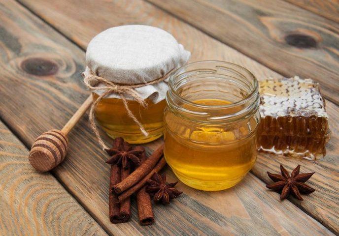 Uống mật ong trước khi ngủ giảm cân pha với quế