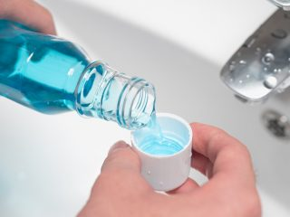 [REVIEW] 7 Nước súc miệng trắng răng tốt nhất hiện nay các bác sĩ nha khoa khuyên dùng