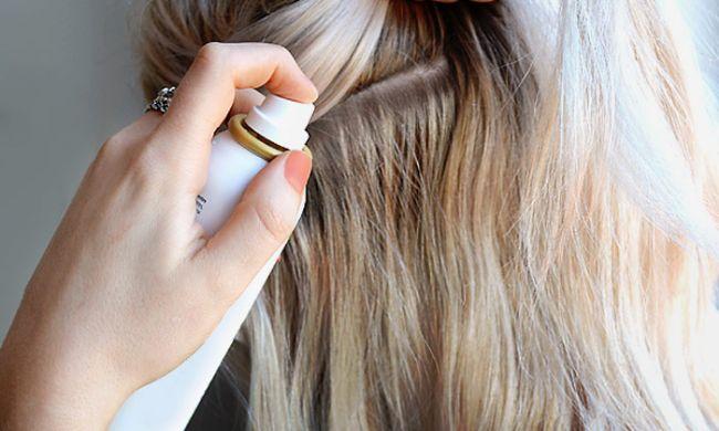 Sử dụng các sản phẩm dành cho tóc bết