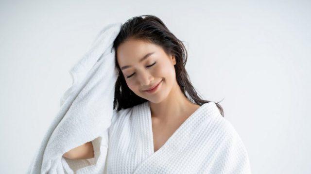 """11 cách giúp tiết kiệm """"khối"""" tiền chăm sóc tóc cho nàng"""